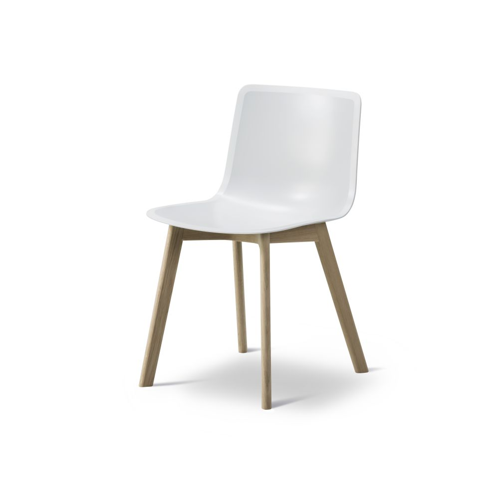 https://res.cloudinary.com/clippings/image/upload/t_big/dpr_auto,f_auto,w_auto/v2/products/pato-wood-base-chair-fredericia-welling-ludvik-clippings-9405101.jpg
