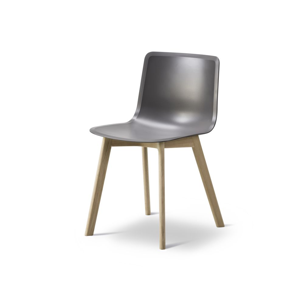 https://res.cloudinary.com/clippings/image/upload/t_big/dpr_auto,f_auto,w_auto/v2/products/pato-wood-base-chair-fredericia-welling-ludvik-clippings-9405111.jpg