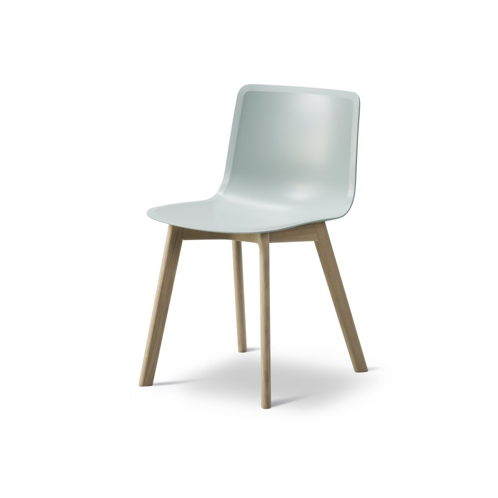 https://res.cloudinary.com/clippings/image/upload/t_big/dpr_auto,f_auto,w_auto/v2/products/pato-wood-base-chair-fredericia-welling-ludvik-clippings-9405131.jpg