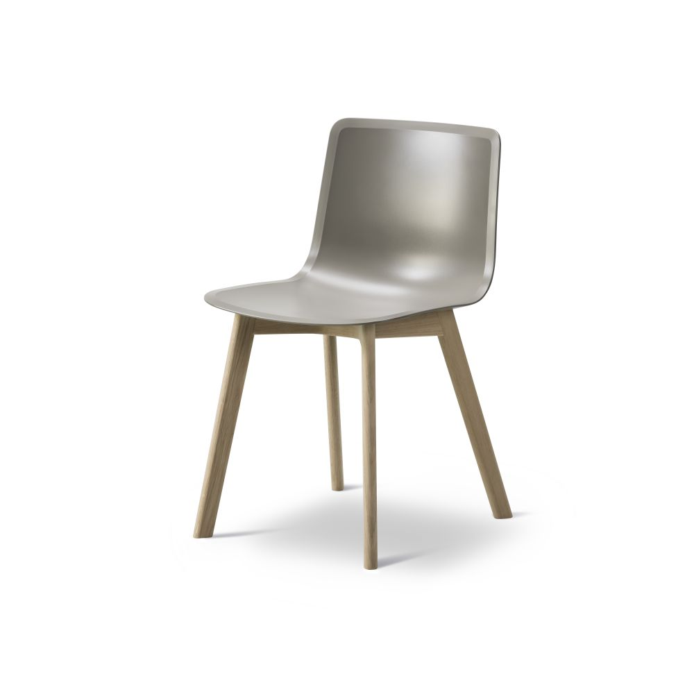 https://res.cloudinary.com/clippings/image/upload/t_big/dpr_auto,f_auto,w_auto/v2/products/pato-wood-base-chair-fredericia-welling-ludvik-clippings-9405141.jpg