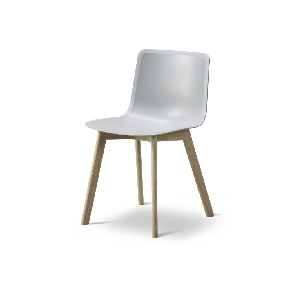 https://res.cloudinary.com/clippings/image/upload/t_big/dpr_auto,f_auto,w_auto/v2/products/pato-wood-base-chair-fredericia-welling-ludvik-clippings-9405151.jpg