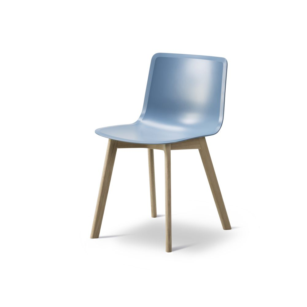 https://res.cloudinary.com/clippings/image/upload/t_big/dpr_auto,f_auto,w_auto/v2/products/pato-wood-base-chair-fredericia-welling-ludvik-clippings-9405161.jpg