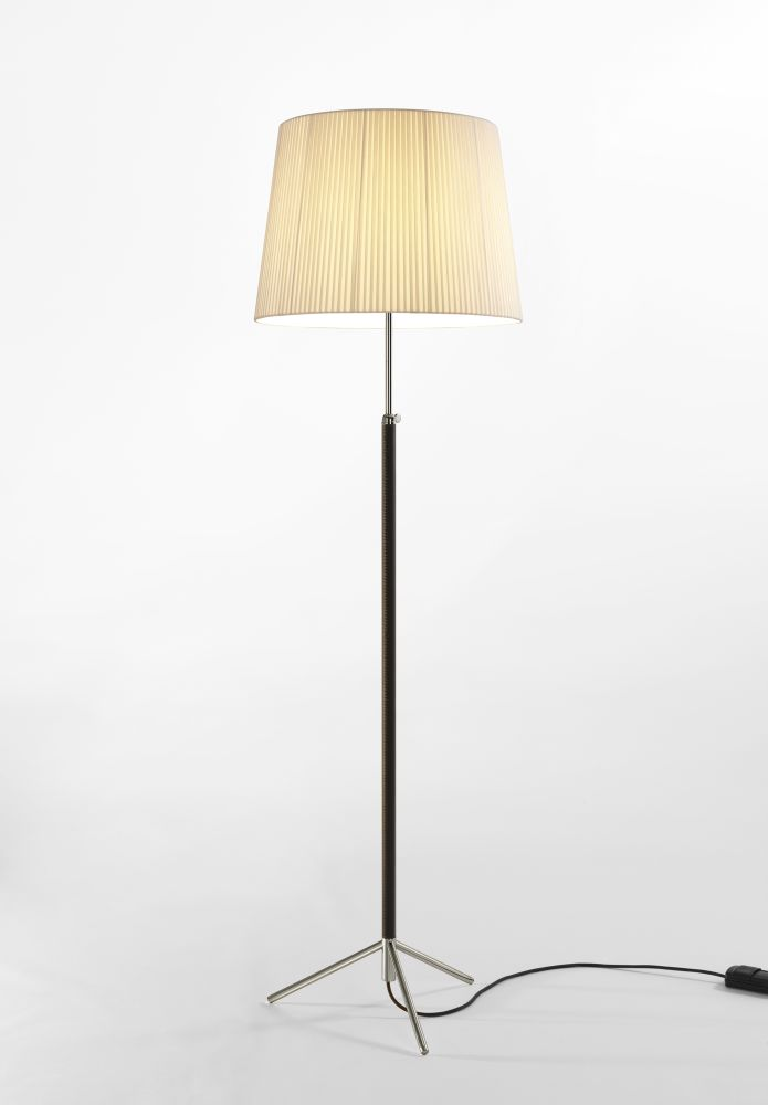 https://res.cloudinary.com/clippings/image/upload/t_big/dpr_auto,f_auto,w_auto/v2/products/pie-de-salon-g1-floor-lamp-chrome-plated-stitched-beige-parchment-santa-cole-jaume-sans-clippings-10169771.jpg