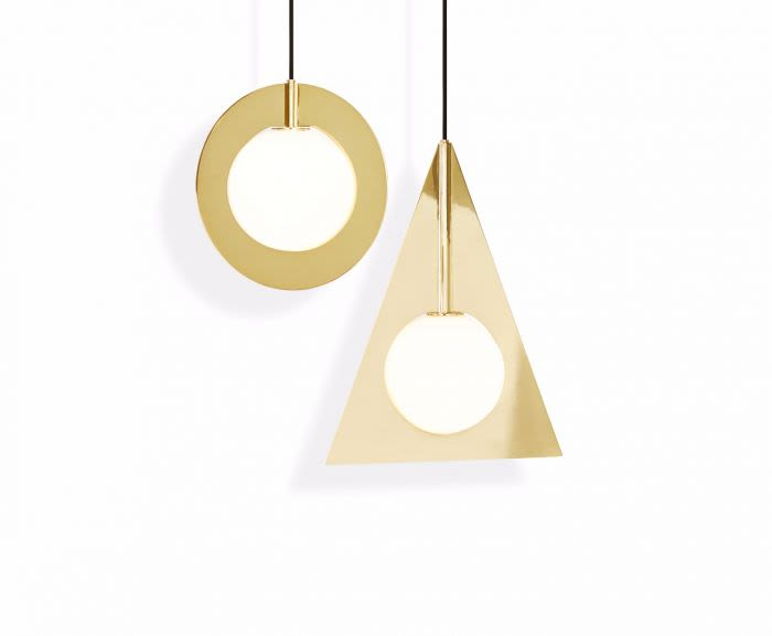 https://res.cloudinary.com/clippings/image/upload/t_big/dpr_auto,f_auto,w_auto/v2/products/plane-triangle-pendant-light-tom-dixon-clippings-8793991.jpg