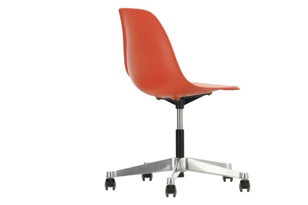 https://res.cloudinary.com/clippings/image/upload/t_big/dpr_auto,f_auto,w_auto/v2/products/pscc-eames-plastic-side-chair-02-castors-hard-braked-for-carpet-03-red-vitra-clippings-11244815.jpg