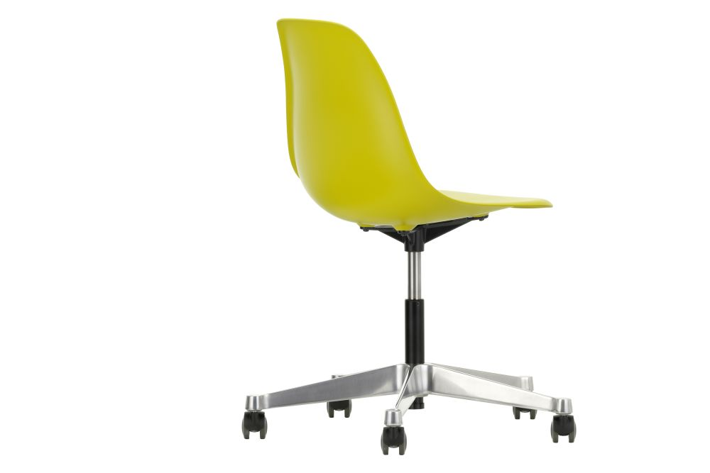https://res.cloudinary.com/clippings/image/upload/t_big/dpr_auto,f_auto,w_auto/v2/products/pscc-eames-plastic-side-chair-02-castors-hard-braked-for-carpet-34-mustard-vitra-clippings-11244830.jpg