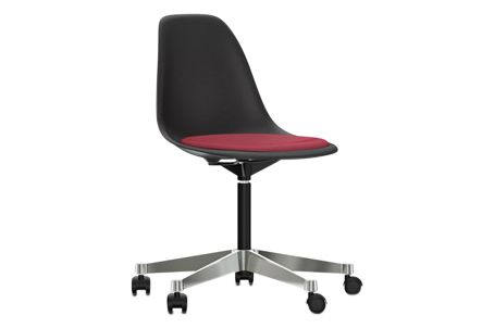https://res.cloudinary.com/clippings/image/upload/t_big/dpr_auto,f_auto,w_auto/v2/products/pscc-eames-plastic-side-chair-seat-upholstered-01-basic-dark-02-castors-hard-braked-for-carpet-hopsak-62-redmoor-brown-vitra-charles-ray-eames-clippings-11253616.jpg