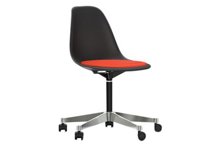 https://res.cloudinary.com/clippings/image/upload/t_big/dpr_auto,f_auto,w_auto/v2/products/pscc-eames-plastic-side-chair-seat-upholstered-01-basic-dark-02-castors-hard-braked-for-carpet-hopsak-65-coralpoppy-red-vitra-charles-ray-eames-clippings-11253618.jpg