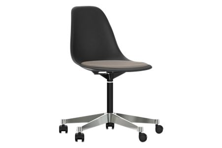 https://res.cloudinary.com/clippings/image/upload/t_big/dpr_auto,f_auto,w_auto/v2/products/pscc-eames-plastic-side-chair-seat-upholstered-01-basic-dark-02-castors-hard-braked-for-carpet-hopsak-80-warmgreymoor-brown-vitra-charles-ray-eames-clippings-11253560.jpg