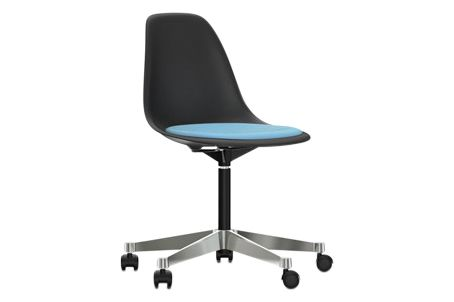 https://res.cloudinary.com/clippings/image/upload/t_big/dpr_auto,f_auto,w_auto/v2/products/pscc-eames-plastic-side-chair-seat-upholstered-01-basic-dark-02-castors-hard-braked-for-carpet-hopsak-83-blueivory-vitra-charles-ray-eames-clippings-11253606.jpg
