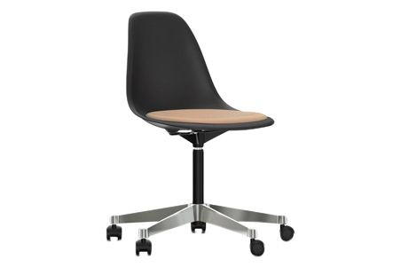 https://res.cloudinary.com/clippings/image/upload/t_big/dpr_auto,f_auto,w_auto/v2/products/pscc-eames-plastic-side-chair-seat-upholstered-01-basic-dark-02-castors-hard-braked-for-carpet-hopsak-88-cognacivory-vitra-charles-ray-eames-clippings-11253568.jpg