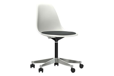 https://res.cloudinary.com/clippings/image/upload/t_big/dpr_auto,f_auto,w_auto/v2/products/pscc-eames-plastic-side-chair-seat-upholstered-04-white-02-castors-hard-braked-for-carpet-hopsak-05-dark-grey-vitra-charles-ray-eames-clippings-11253584.jpg
