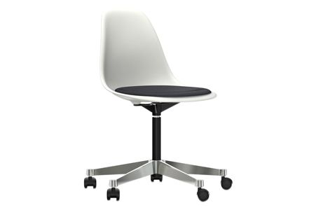 https://res.cloudinary.com/clippings/image/upload/t_big/dpr_auto,f_auto,w_auto/v2/products/pscc-eames-plastic-side-chair-seat-upholstered-04-white-02-castors-hard-braked-for-carpet-hopsak-66-nero-vitra-charles-ray-eames-clippings-11253585.jpg