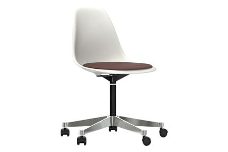 https://res.cloudinary.com/clippings/image/upload/t_big/dpr_auto,f_auto,w_auto/v2/products/pscc-eames-plastic-side-chair-seat-upholstered-04-white-02-castors-hard-braked-for-carpet-hopsak-76-marronmoor-brown-vitra-charles-ray-eames-clippings-11253626.jpg