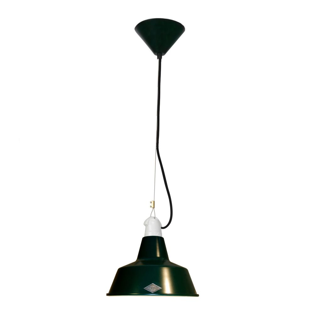 https://res.cloudinary.com/clippings/image/upload/t_big/dpr_auto,f_auto,w_auto/v2/products/quay-pendant-light-racing-green-small-original-btc-clippings-1662761.jpg