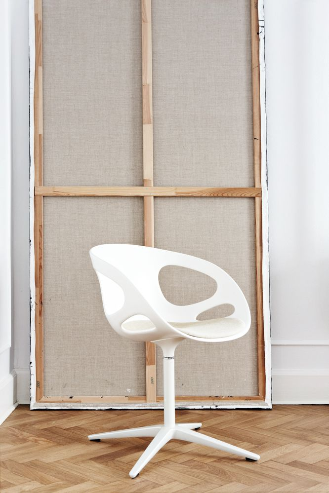 Rin Fixed Seat Upholstery Chair by Fritz Hansen
