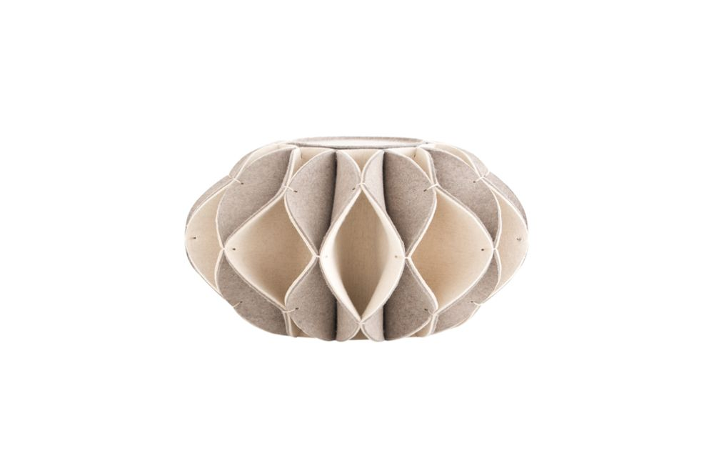 https://res.cloudinary.com/clippings/image/upload/t_big/dpr_auto,f_auto,w_auto/v2/products/ruff-pouf-high-beige-gan-romero-vallejo-clippings-8887541.jpg