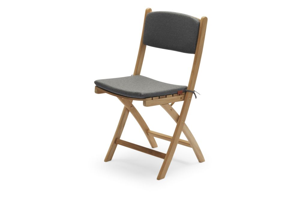 https://res.cloudinary.com/clippings/image/upload/t_big/dpr_auto,f_auto,w_auto/v2/products/selandia-chair-with-cushion-charcoal-skagerak-clippings-11300858.jpg