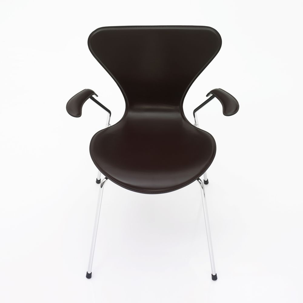 Series 7 Armchair - front upholstered by Fritz Hansen
