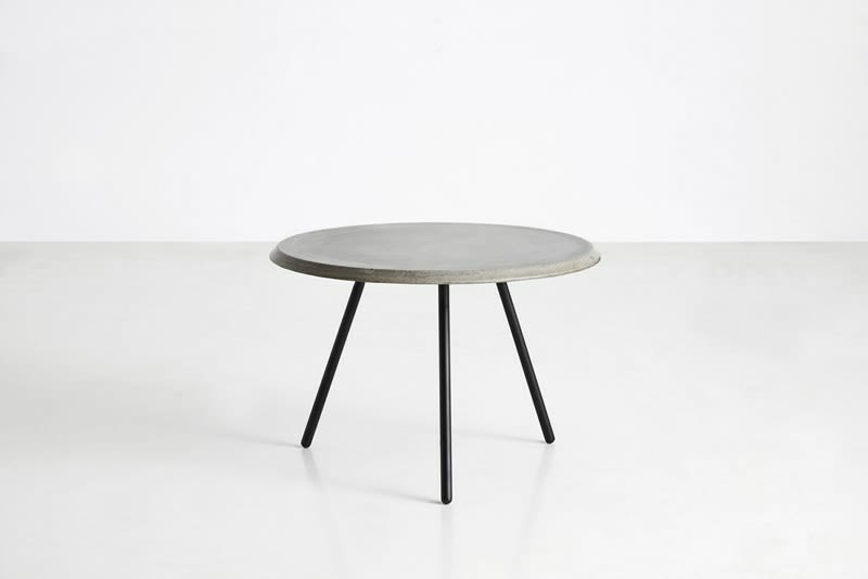 https://res.cloudinary.com/clippings/image/upload/t_big/dpr_auto,f_auto,w_auto/v2/products/soround-coffee-table-high-concrete-woud-studio-nur-clippings-9289901.jpg