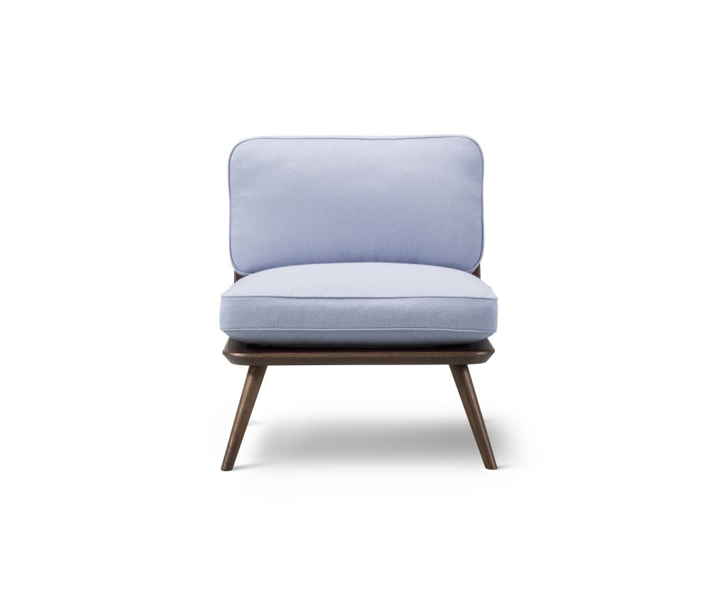 https://res.cloudinary.com/clippings/image/upload/t_big/dpr_auto,f_auto,w_auto/v2/products/spine-lounge-chair-petit-oak-fredericia-space-copenhagen-clippings-9414661.jpg