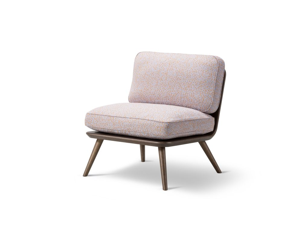 https://res.cloudinary.com/clippings/image/upload/t_big/dpr_auto,f_auto,w_auto/v2/products/spine-lounge-chair-petit-oak-fredericia-space-copenhagen-clippings-9414671.jpg
