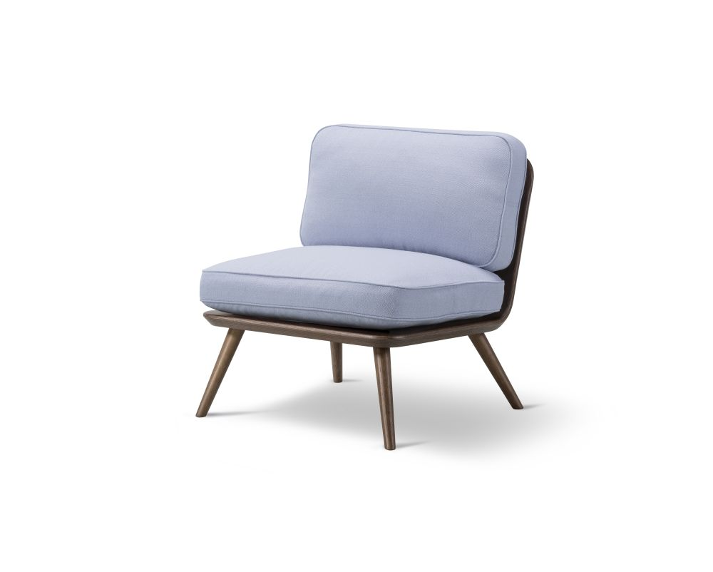https://res.cloudinary.com/clippings/image/upload/t_big/dpr_auto,f_auto,w_auto/v2/products/spine-lounge-chair-petit-oak-fredericia-space-copenhagen-clippings-9414681.jpg