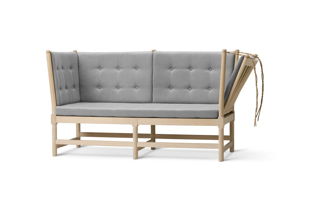 https://res.cloudinary.com/clippings/image/upload/t_big/dpr_auto,f_auto,w_auto/v2/products/spoke-back-sofa-2-seater-plain-upholstery-with-buttons-beech-lacquered-remix-2-113-fredericia-clippings-9431121.jpg