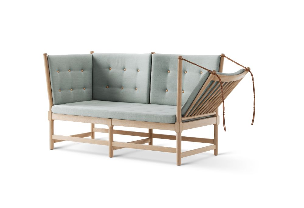 https://res.cloudinary.com/clippings/image/upload/t_big/dpr_auto,f_auto,w_auto/v2/products/spoke-back-sofa-2-seater-plain-upholstery-with-buttons-beech-lacquered-remix-2-113-fredericia-clippings-9431141.jpg