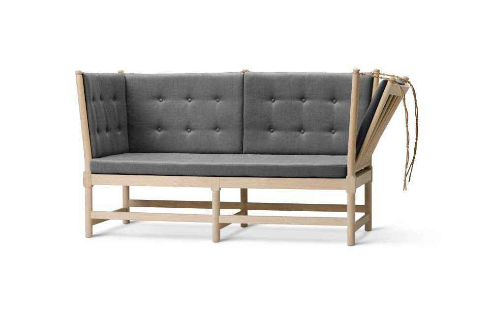https://res.cloudinary.com/clippings/image/upload/t_big/dpr_auto,f_auto,w_auto/v2/products/spoke-back-sofa-2-seater-plain-upholstery-with-buttons-beech-lacquered-remix-2-113-fredericia-clippings-9431161.jpg
