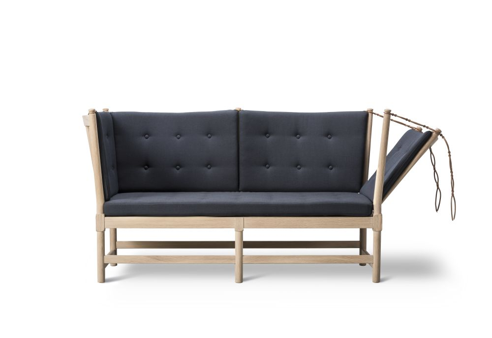 https://res.cloudinary.com/clippings/image/upload/t_big/dpr_auto,f_auto,w_auto/v2/products/spoke-back-sofa-2-seater-plain-upholstery-with-buttons-beech-lacquered-remix-2-113-fredericia-clippings-9431221.jpg