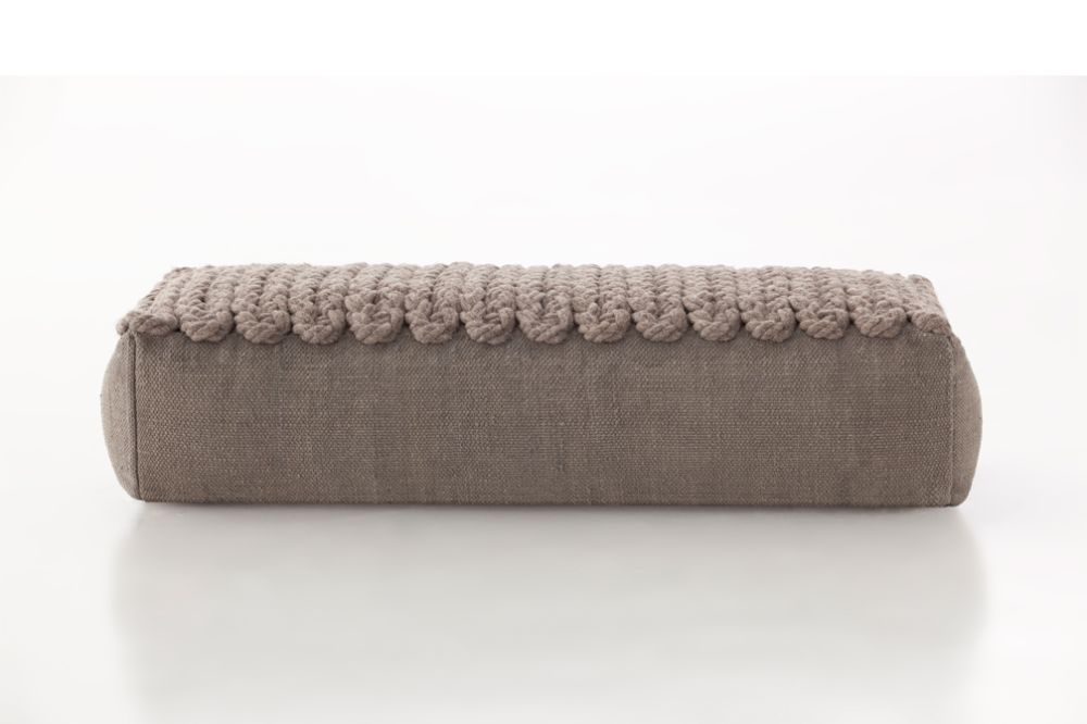 https://res.cloudinary.com/clippings/image/upload/t_big/dpr_auto,f_auto,w_auto/v2/products/trenzas-big-ottoman-taupe-gan-gan-clippings-8886731.jpg
