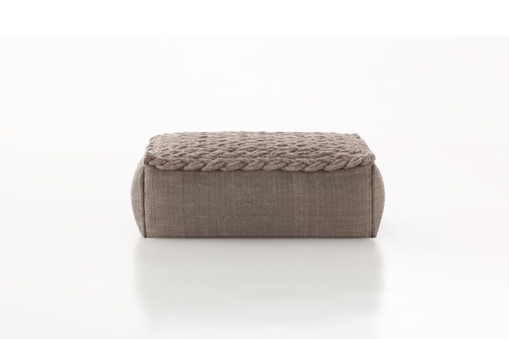 https://res.cloudinary.com/clippings/image/upload/t_big/dpr_auto,f_auto,w_auto/v2/products/trenzas-ottoman-taupe-gan-gan-clippings-8886551.jpg