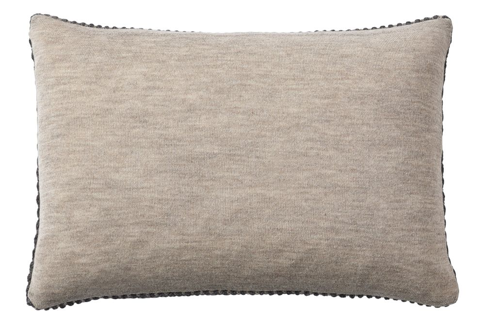 https://res.cloudinary.com/clippings/image/upload/t_big/dpr_auto,f_auto,w_auto/v2/products/twine-cushion-dark-grey-muuto-aiayu-clippings-11344676.jpg