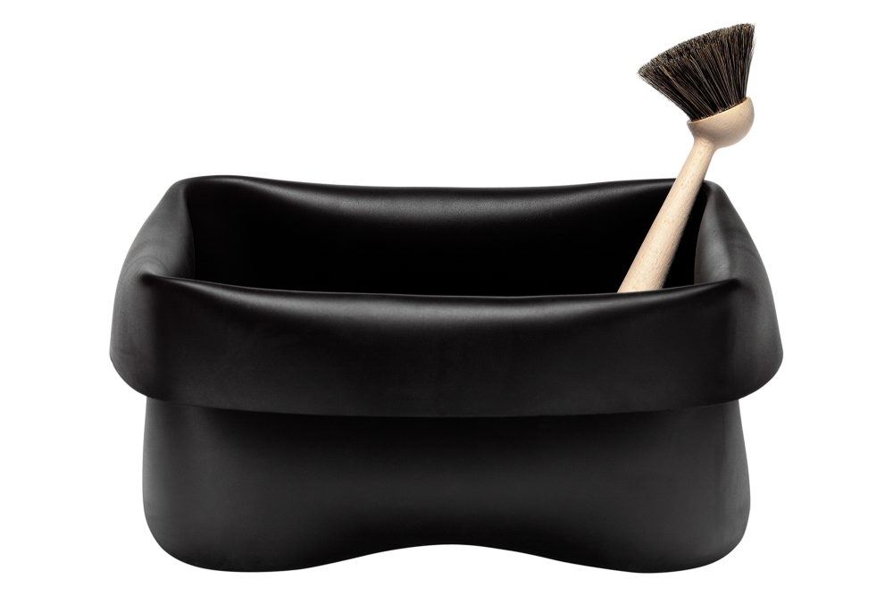 https://res.cloudinary.com/clippings/image/upload/t_big/dpr_auto,f_auto,w_auto/v2/products/washing-up-bowl-brush-black-normann-copenhagen-ole-jensen-clippings-1205371.png
