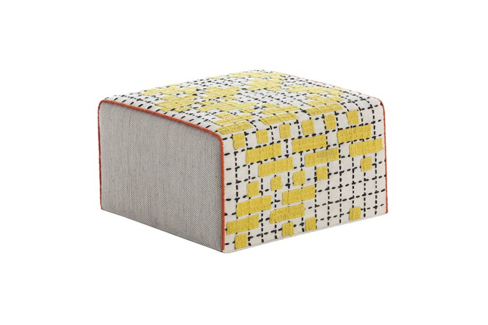 https://res.cloudinary.com/clippings/image/upload/t_big/dpr_auto,f_auto,w_auto/v3/products/bandas-small-pouf-gan-patricia-urquiola-clippings-8870551.jpg