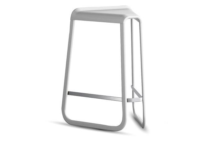 https://res.cloudinary.com/clippings/image/upload/t_big/dpr_auto,f_auto,w_auto/v3/products/myg-726-barstool-polypropylene-f18-white-polypropylene-f18-white-64-desalto-clippings-10826151.jpg