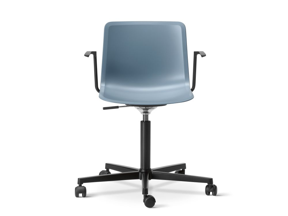 https://res.cloudinary.com/clippings/image/upload/t_big/dpr_auto,f_auto,w_auto/v3/products/pato-office-armchair-chrome-quartz-grey-fredericia-welling-ludvik-clippings-9428211.jpg