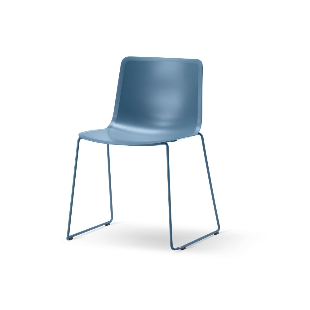 https://res.cloudinary.com/clippings/image/upload/t_big/dpr_auto,f_auto,w_auto/v3/products/pato-sledge-chair-chrome-quartz-grey-fredericia-welling-ludvik-clippings-9428901.jpg