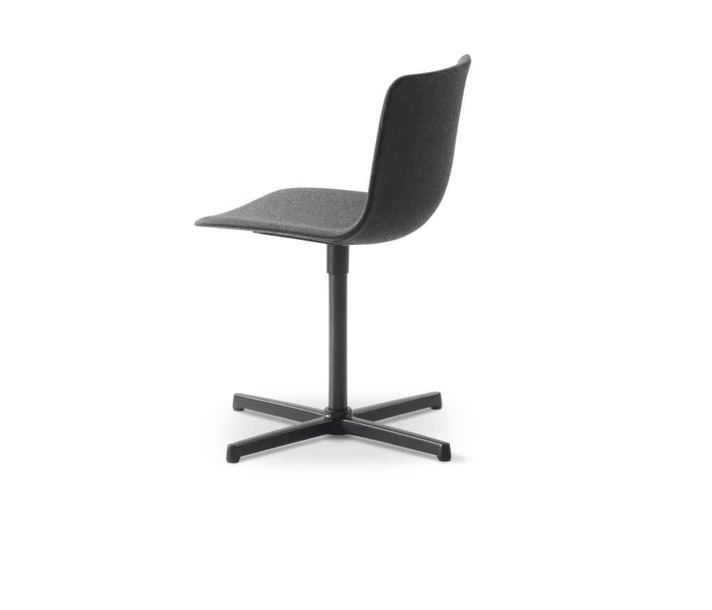 https://res.cloudinary.com/clippings/image/upload/t_big/dpr_auto,f_auto,w_auto/v3/products/pato-swivel-chair-fully-upholstered-chrome-remix-2-143-fredericia-welling-ludvik-clippings-9427461.jpg