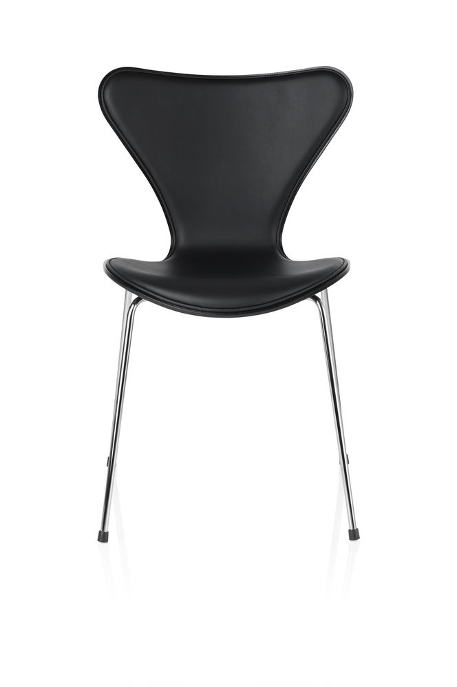 https://res.cloudinary.com/clippings/image/upload/t_big/dpr_auto,f_auto,w_auto/v3/products/series-7-chair-front-upholstered-elegance-leather-black-lacquered-and-full-dark-stained-oak-republic-of-fritz-hansen-arne-jacobsen-clippings-8866101.jpg
