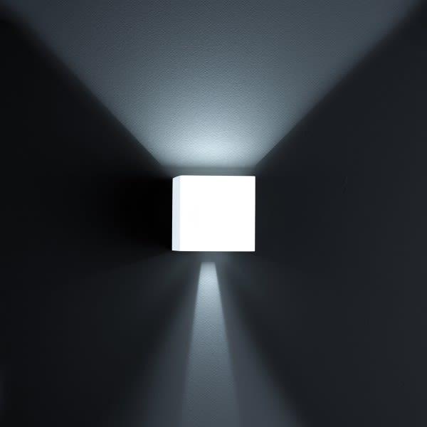https://res.cloudinary.com/clippings/image/upload/t_big/dpr_auto,f_auto,w_auto/v3/products/siri-44-wall-light-white-matt-helestra-clippings-9817281.jpg