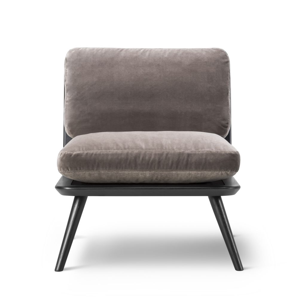 https://res.cloudinary.com/clippings/image/upload/t_big/dpr_auto,f_auto,w_auto/v3/products/spine-lounge-chair-petit-oak-fredericia-space-copenhagen-clippings-9414611.jpg