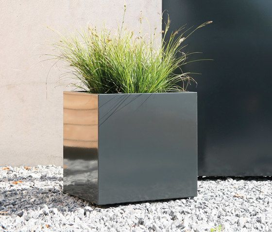 Flowerbox plantbox by Conmoto by Conmoto