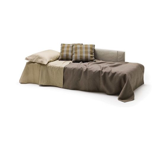 Jerry by Milano Bedding by Milano Bedding