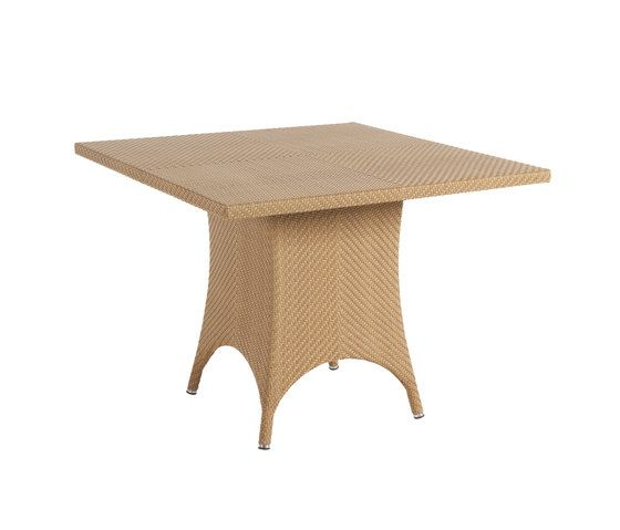 Monaco dining table by Point by Point