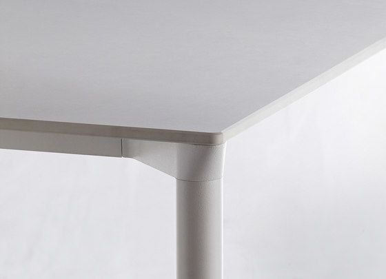 Monza table 9203 / 9205 by Plank by Plank