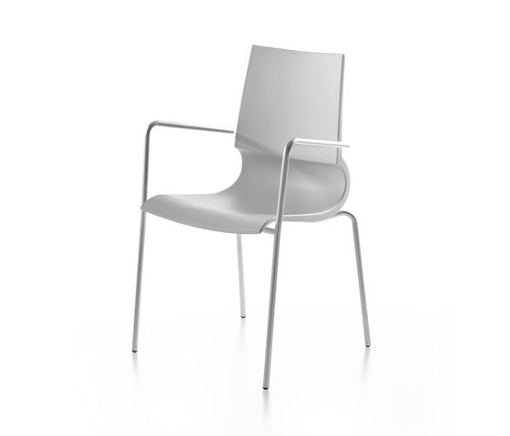 Ricciolina 4 legs with armrests polypropylene by Maxdesign by Maxdesign
