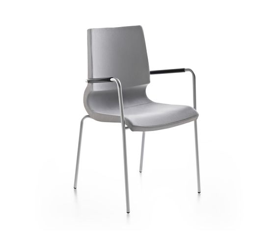 Ricciolina 4 legs with armrests upholstered by Maxdesign by Maxdesign
