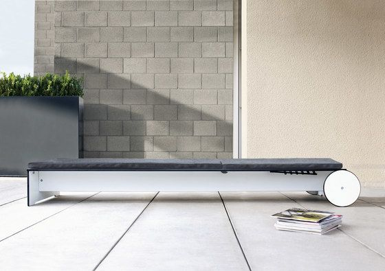 Riva sunbed by Conmoto by Conmoto